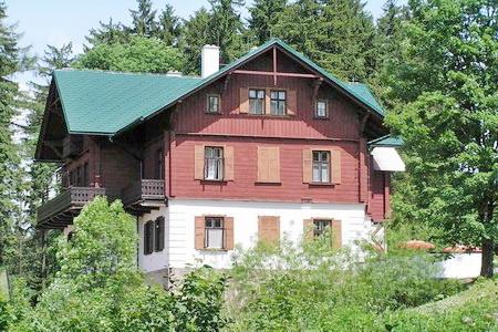Ubytování pro školy v přírodě - ubytování v loveckém zámečku v Orlických horách
